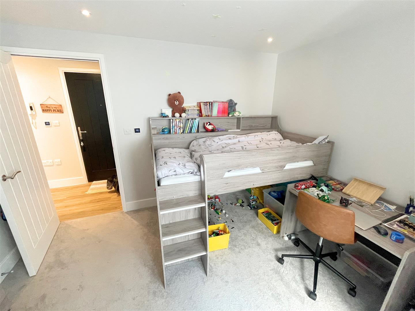 2 bed flat to rent in 242a High Street, Sutton 5