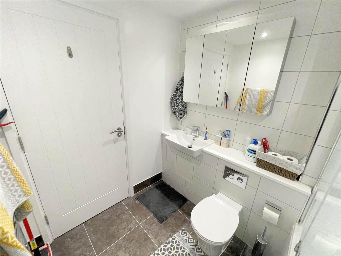 2 bed flat to rent in 242a High Street, Sutton 11