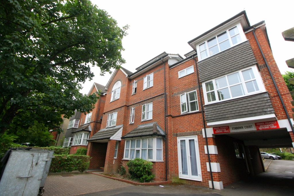 1 bed flat to rent in Ashdown Court, 30 Cedar Road, SM2