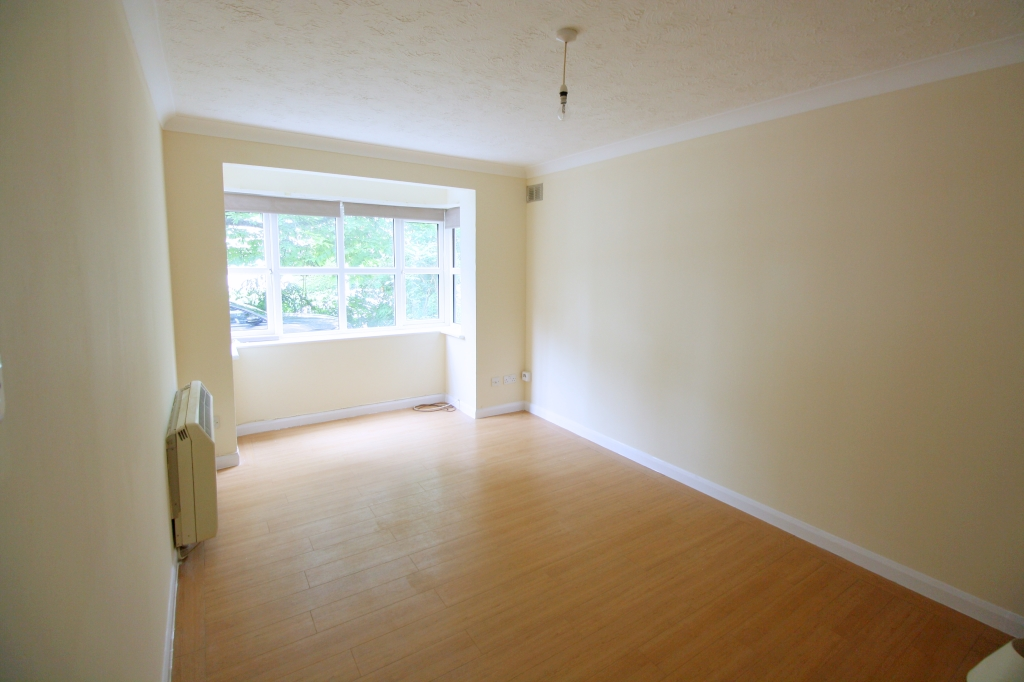 1 bed flat to rent in Ashdown Court, 30 Cedar Road 1