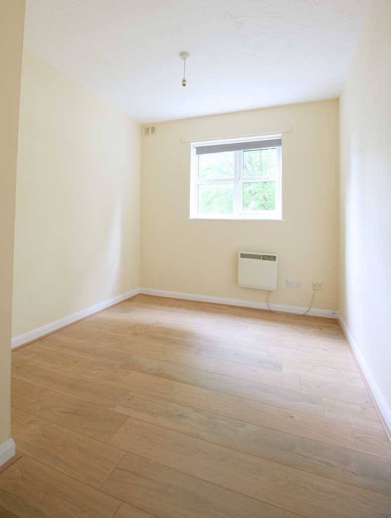 1 bed flat to rent in Ashdown Court, 30 Cedar Road 2