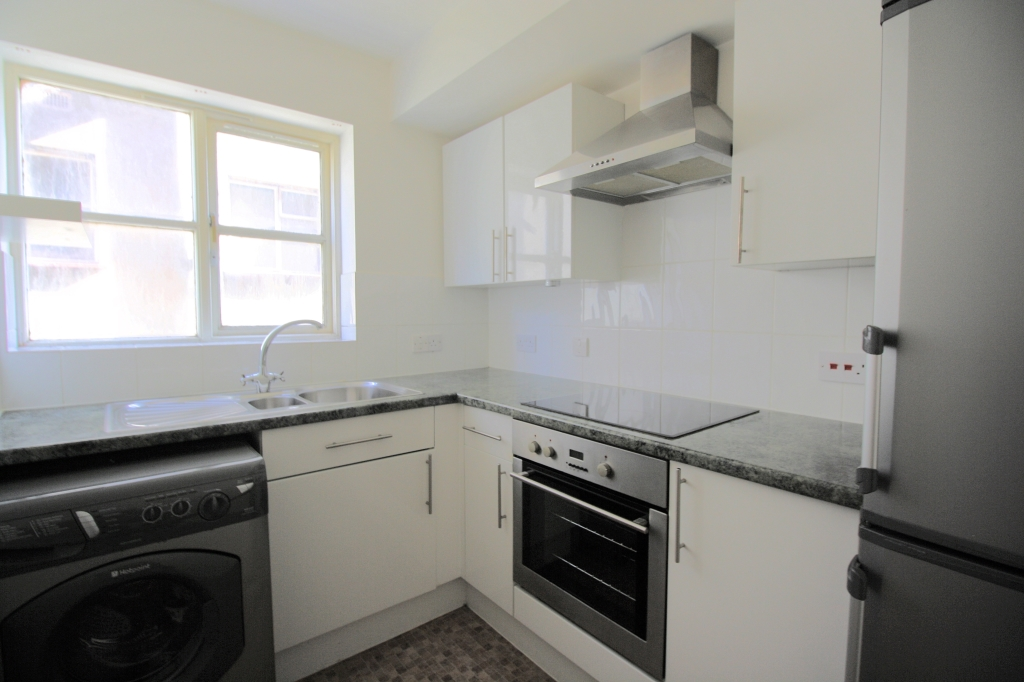 1 bed flat to rent in Ashdown Court, 30 Cedar Road 3