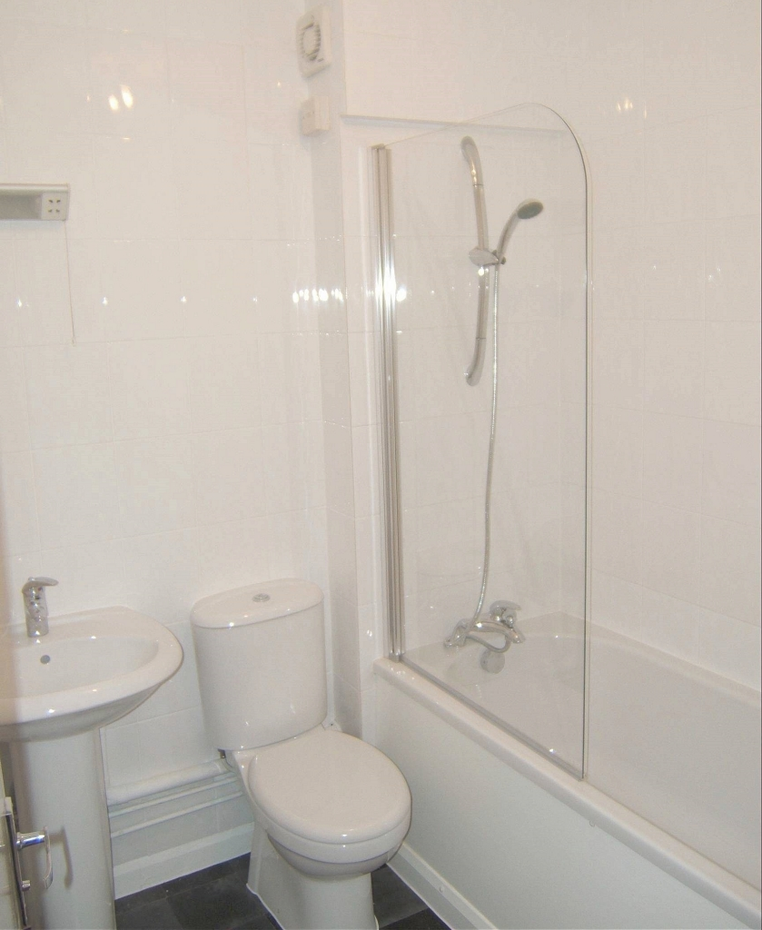 1 bed flat to rent in Ashdown Court, 30 Cedar Road 4