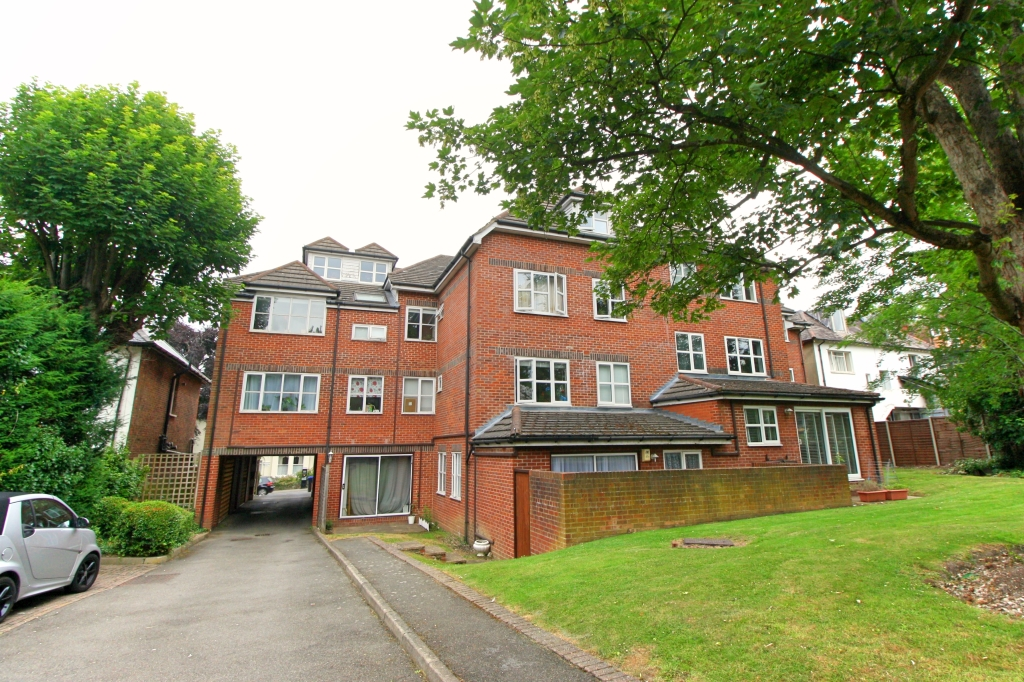 1 bed flat to rent in Ashdown Court, 30 Cedar Road 6