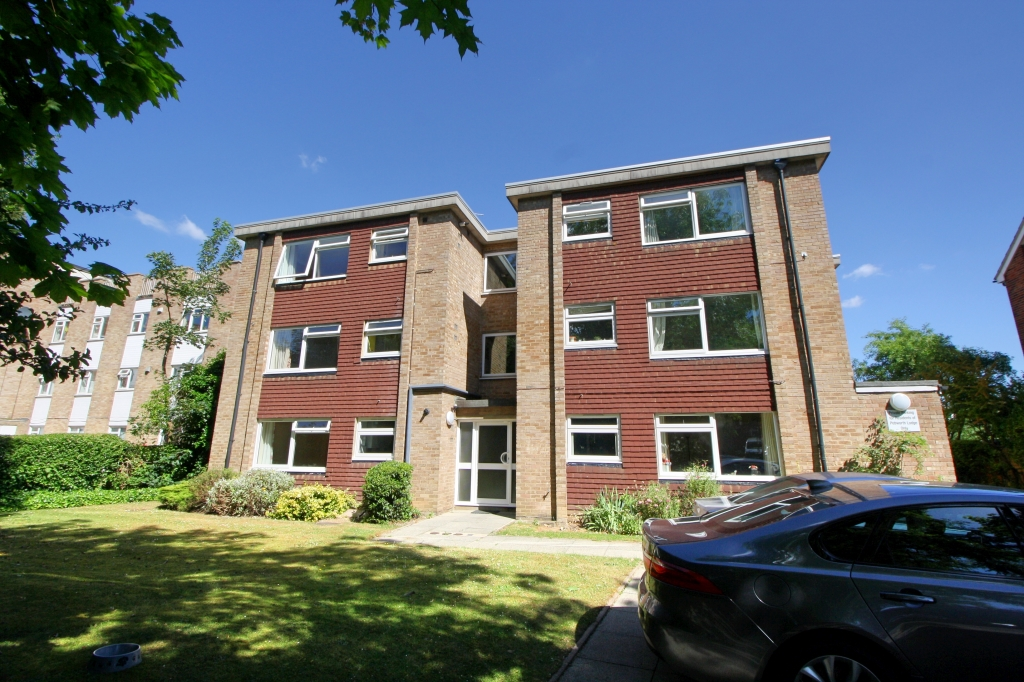 1 bed flat to rent in Pebworth Lodge, 42 Worcester Road, SM2