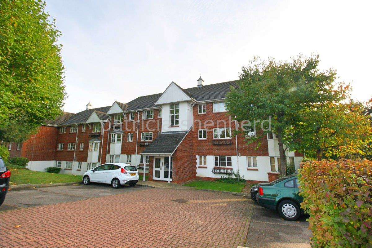 2 bed flat to rent in Autumn Drive, Sutton, SM2