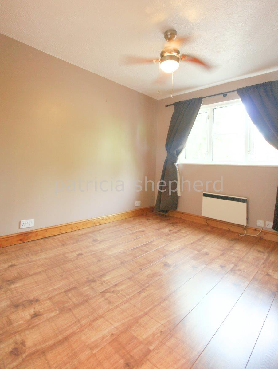 2 bed flat to rent in Autumn Drive, Sutton 5