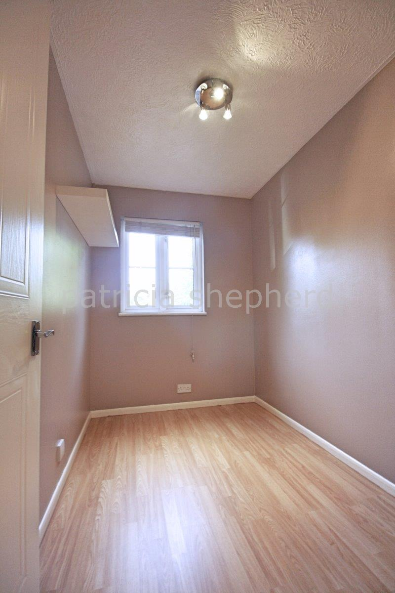 2 bed flat to rent in Autumn Drive, Sutton 6