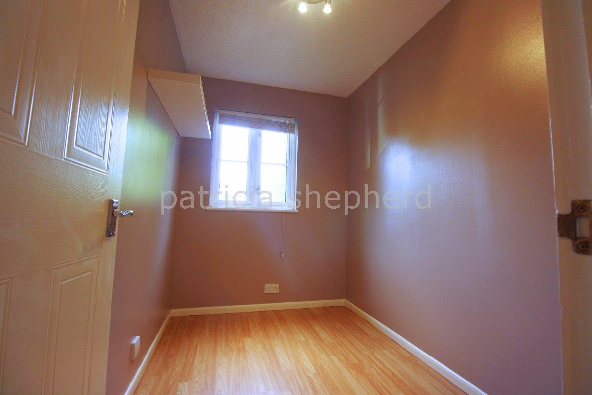 2 bed flat to rent in Autumn Drive, Sutton 7