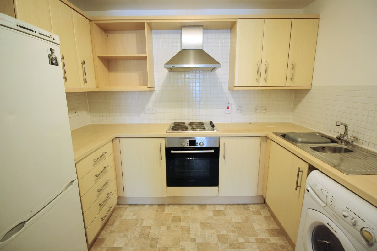 2 bed flat to rent in Gallica Court, Cleeve Way, SM1