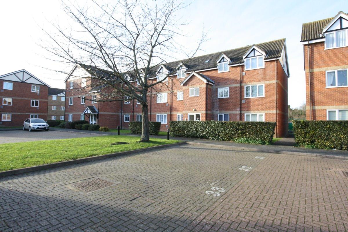 2 bed flat to rent in Primrose Close, Hackbridge, SM6