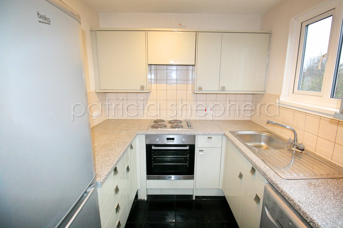 1 bed flat to rent in Cheam Road, Sutton, SM1