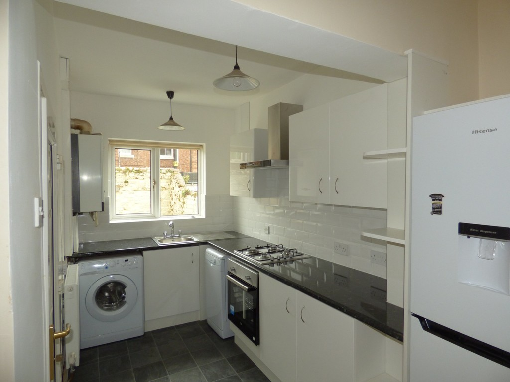 2 bed terraced house to rent in Falmouth Road, Heaton - Property Image 1