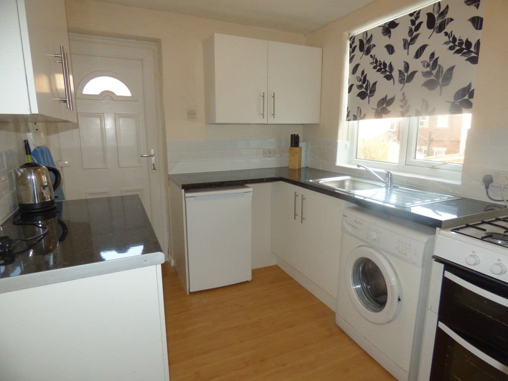 2 bed flat to rent in Fourth Avenue, Heaton  - Property Image 1