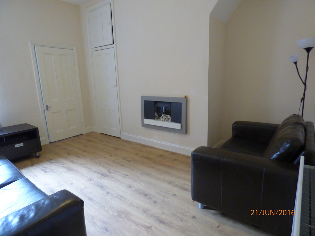 2 bed flat to rent in Warton Terrace, Heaton  - Property Image 1