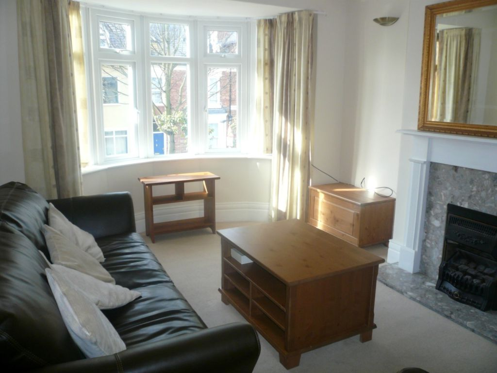 2 bed flat to rent in Stannington Grove, Heaton - Property Image 1