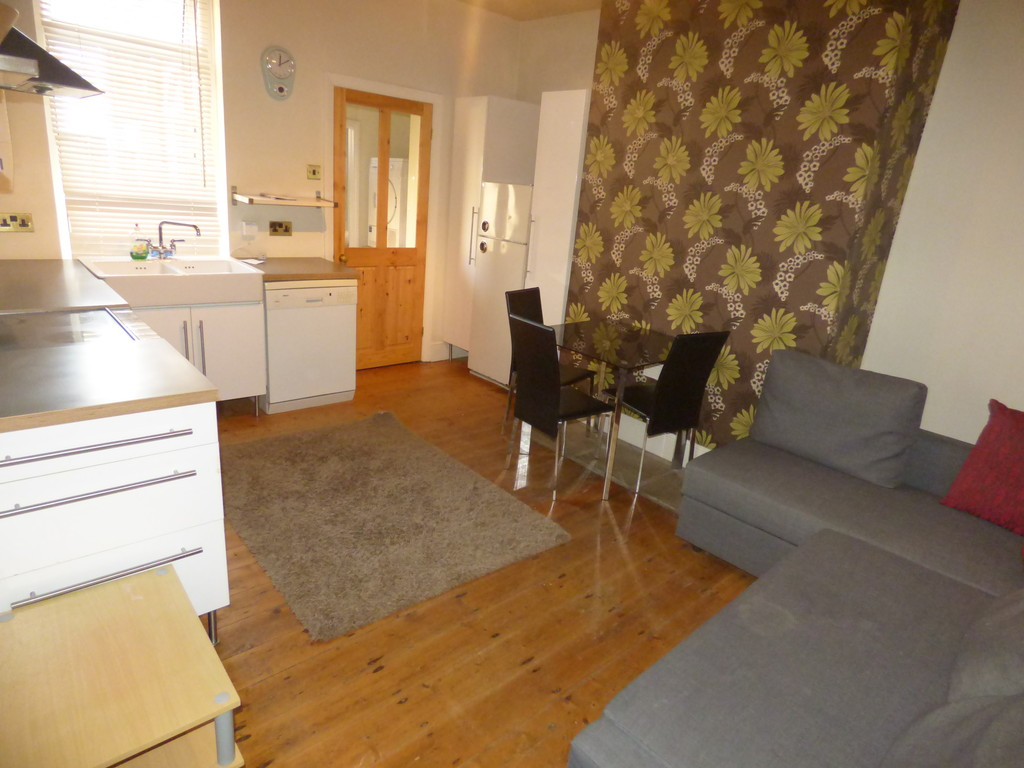 2 bed flat to rent in Enid Street, Hazelrigg - Property Image 1