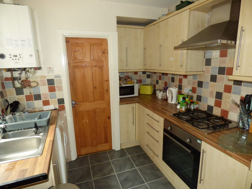 2 bed flat to rent in Simonside Terrace, Heaton - Property Image 1