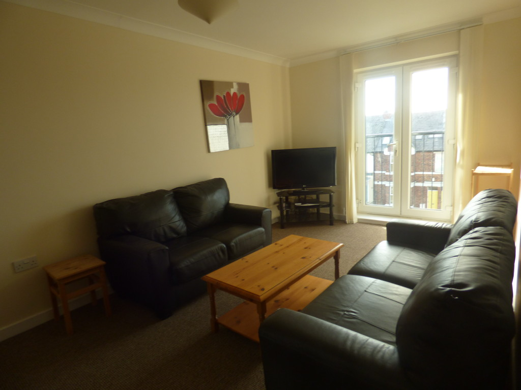 4 bed apartment to rent in Chillingham Road, Heaton - Property Image 1