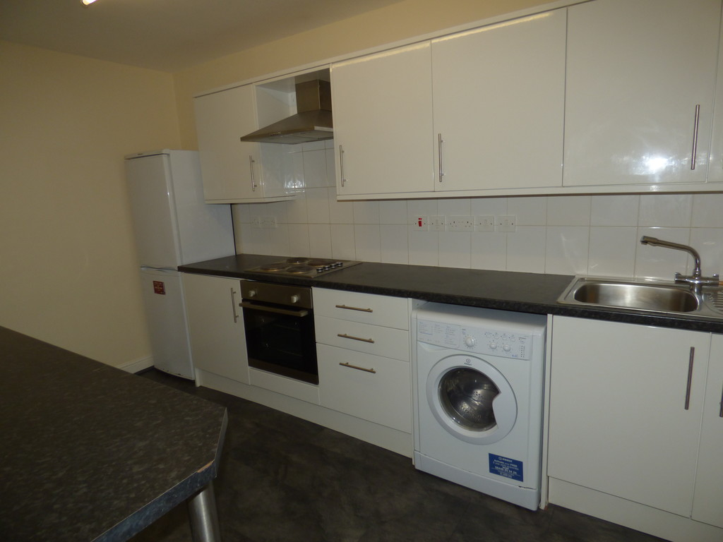 3 bed flat to rent in Portman Mews, Newcastle Upon Tyne - Property Image 1