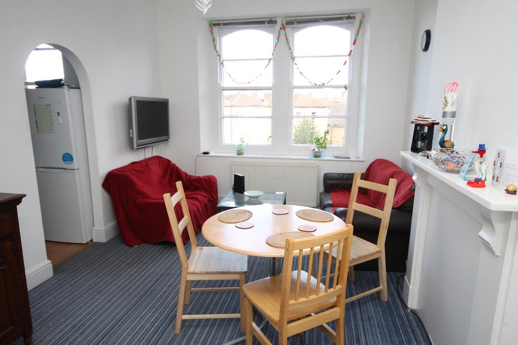 3 bed flat to rent in Clifton Park Road, Bristol, BS8