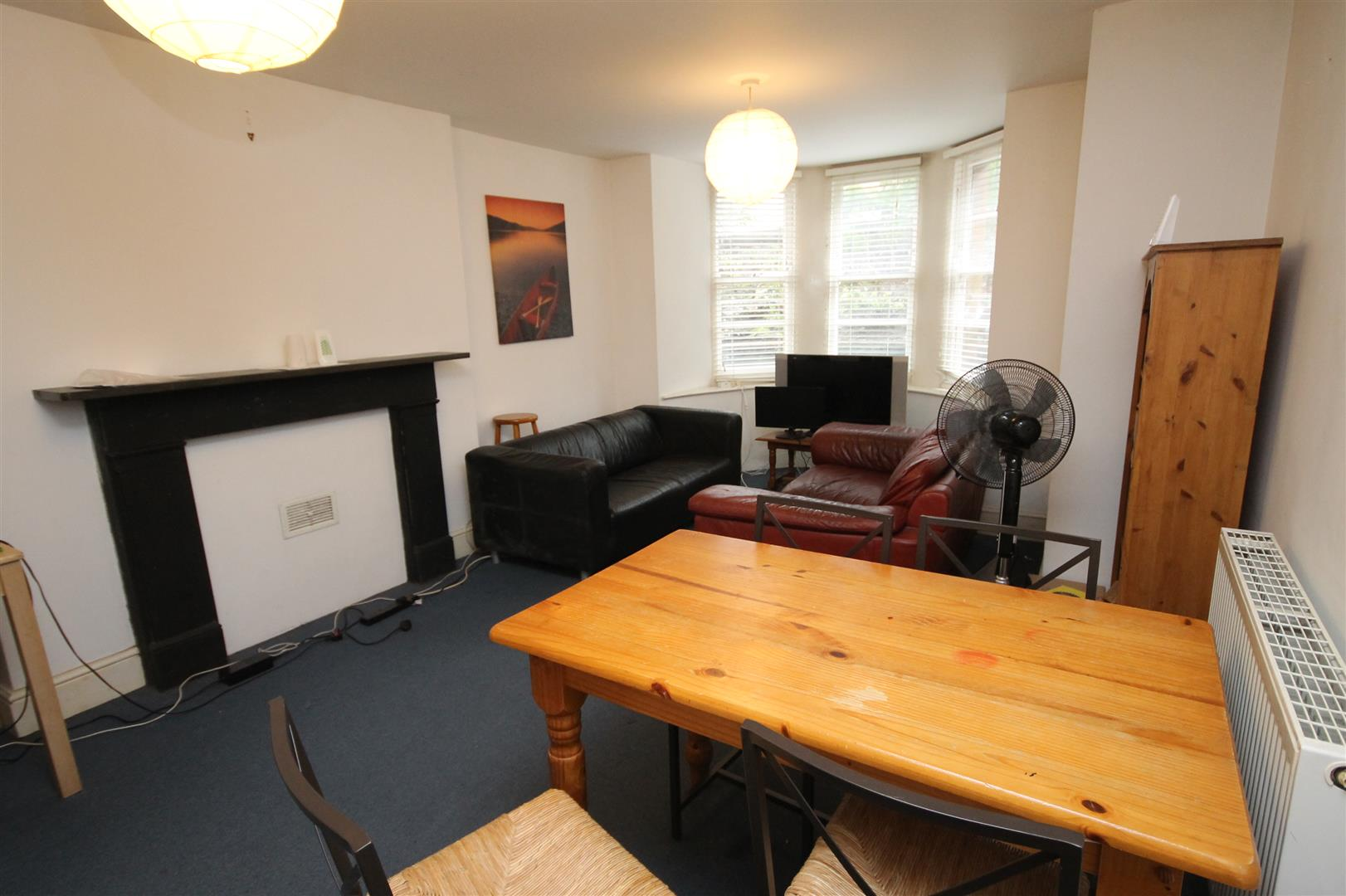 2 bed flat to rent in Clifton Park Road, Bristol, BS8