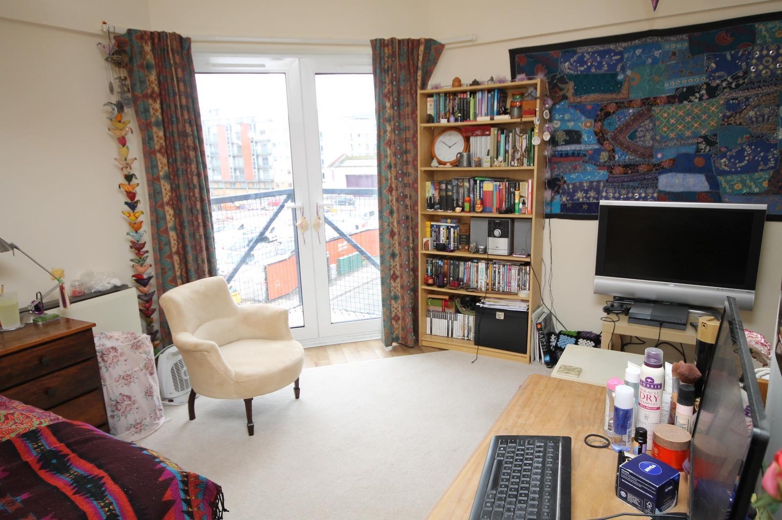 Studio flat to rent in Jessop Court, Ferry Street, Bristol, BS1