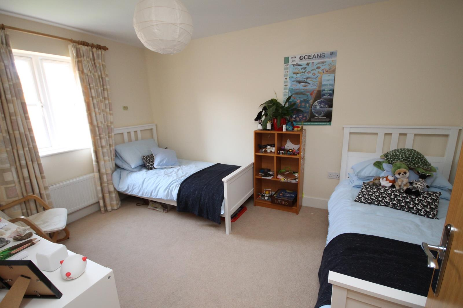 4 bed house to rent in Blackcurrant Drive, Bristol 4