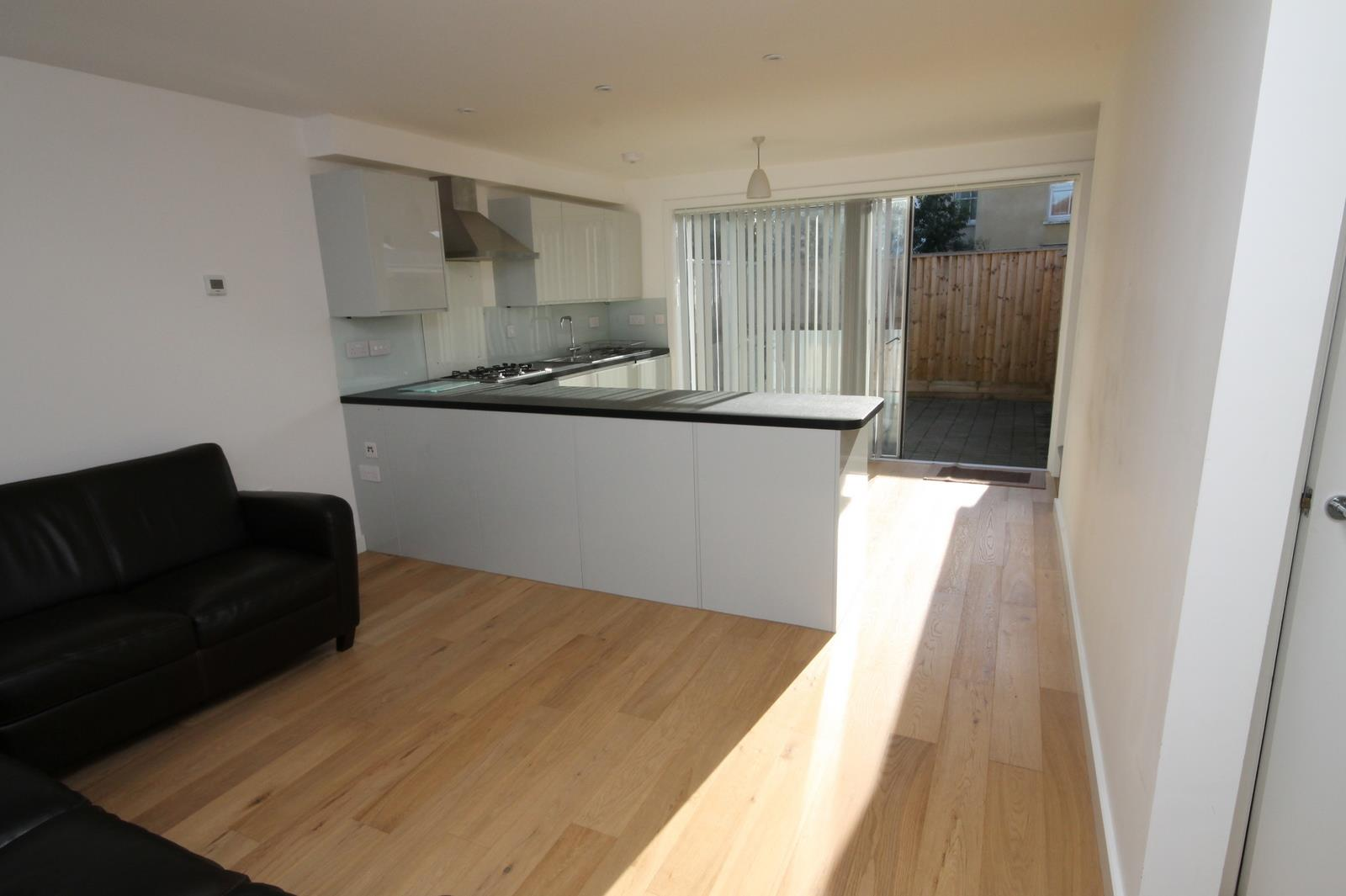 2 bed house to rent in Pembroke Avenue, Bristol, BS11