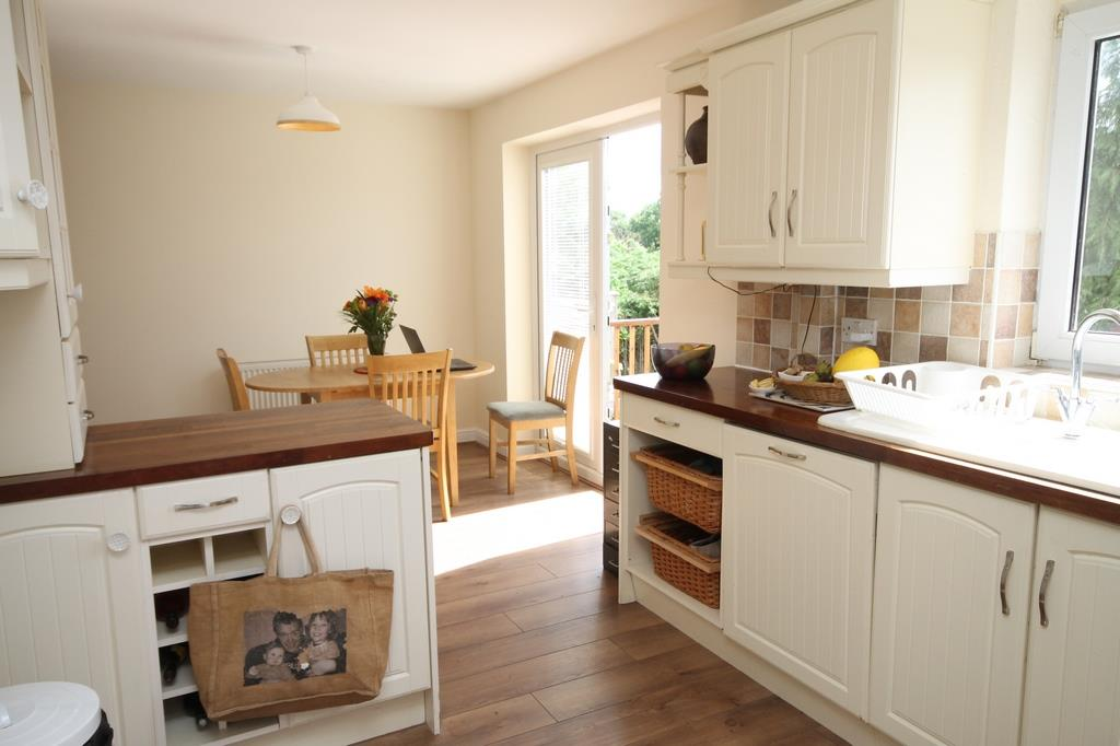3 bed house to rent in South Hayes, Bristol 1