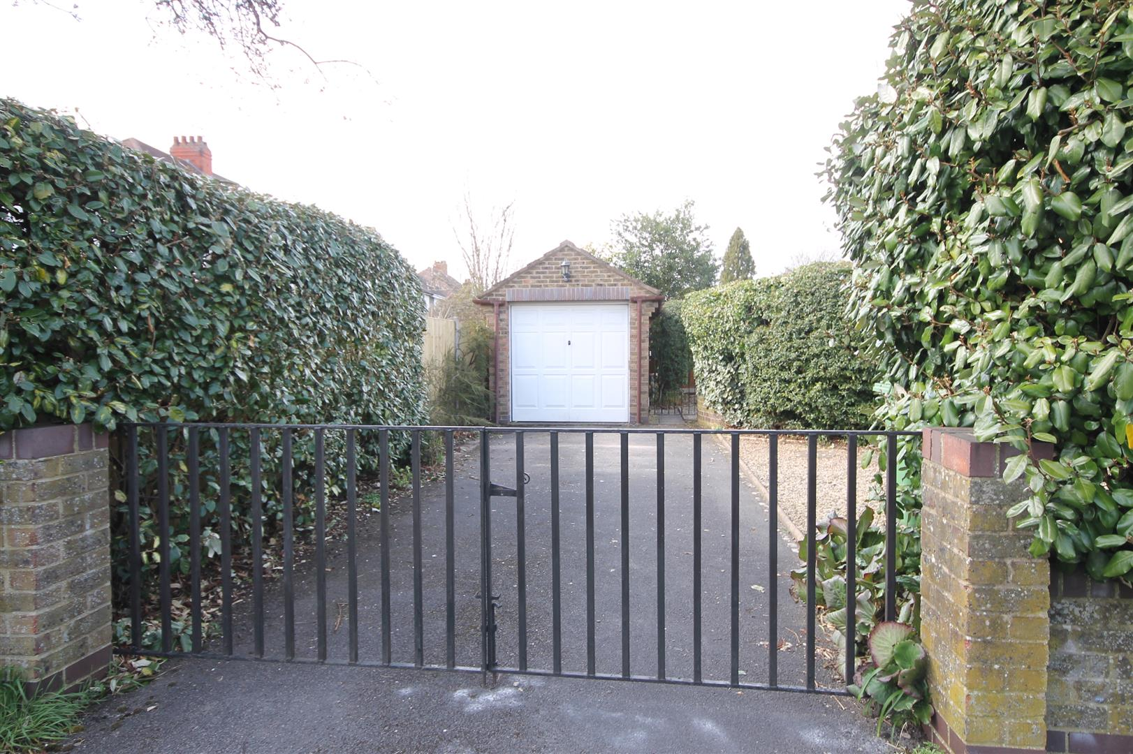 4 bed house to rent in Reedley Road, Bristol 11
