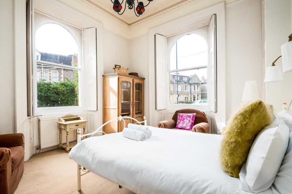 2 bed flat to rent in Cambridge Park, Bristol 7