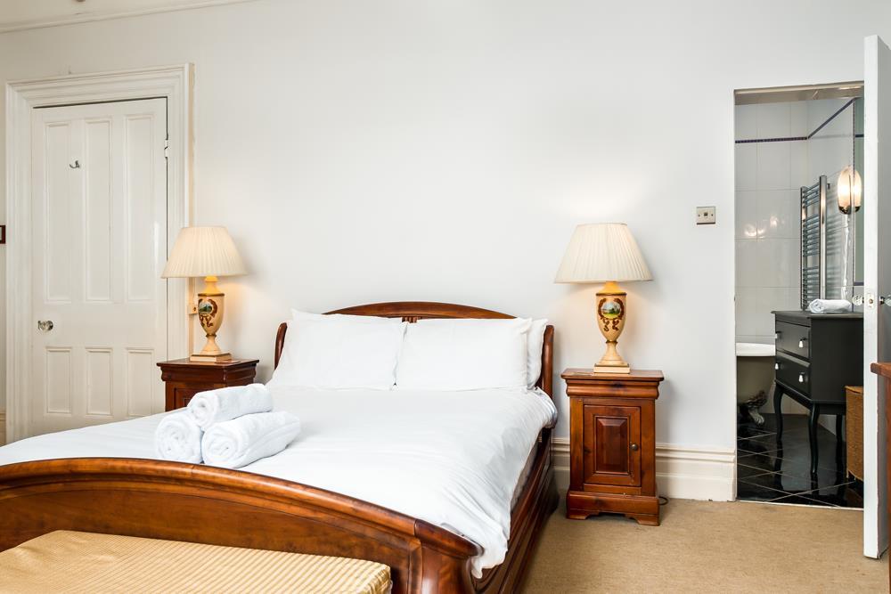 2 bed flat to rent in Cambridge Park, Bristol 6