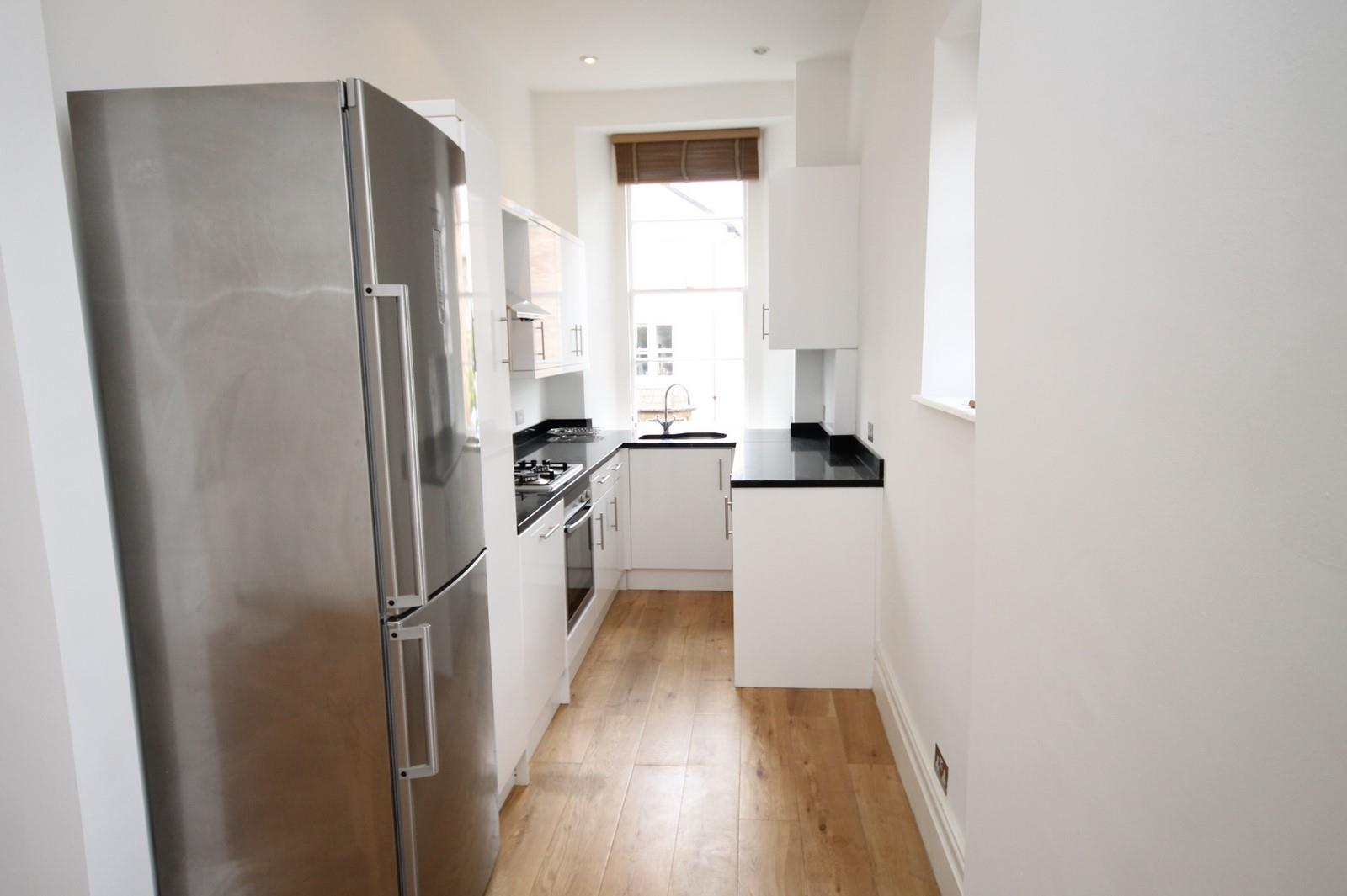 2 bed flat to rent in 16 Miles Road, Bristol 5