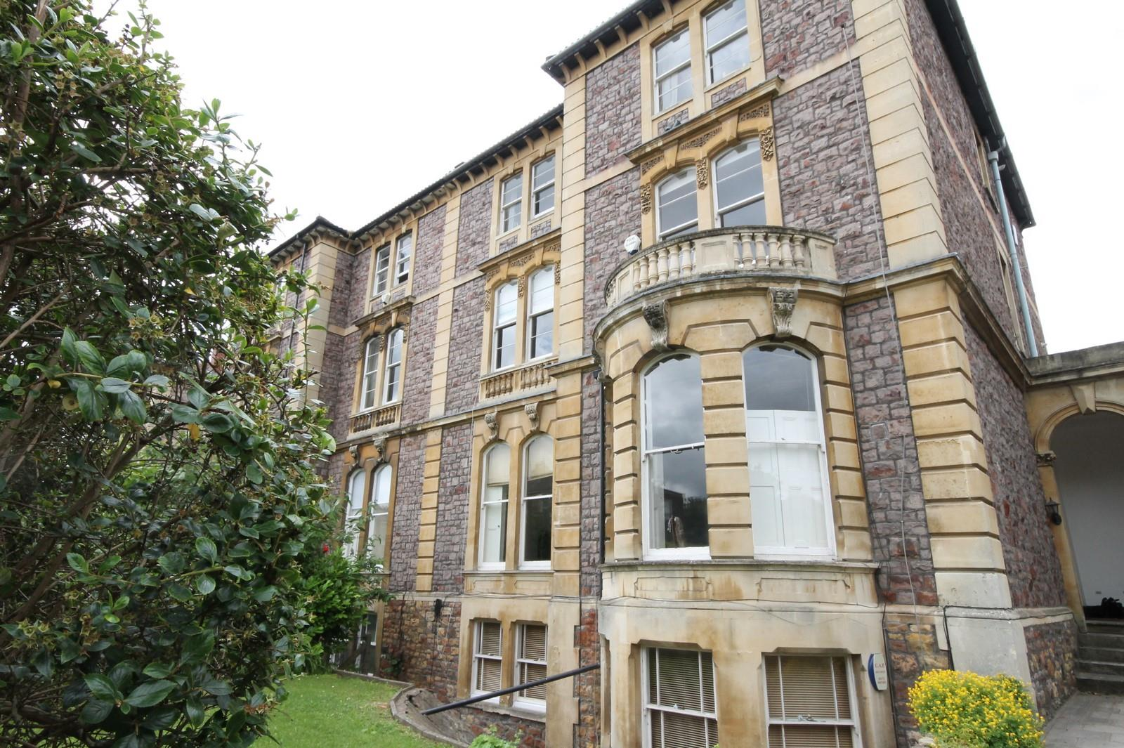 2 bed flat to rent in 16 Miles Road, Bristol, BS8