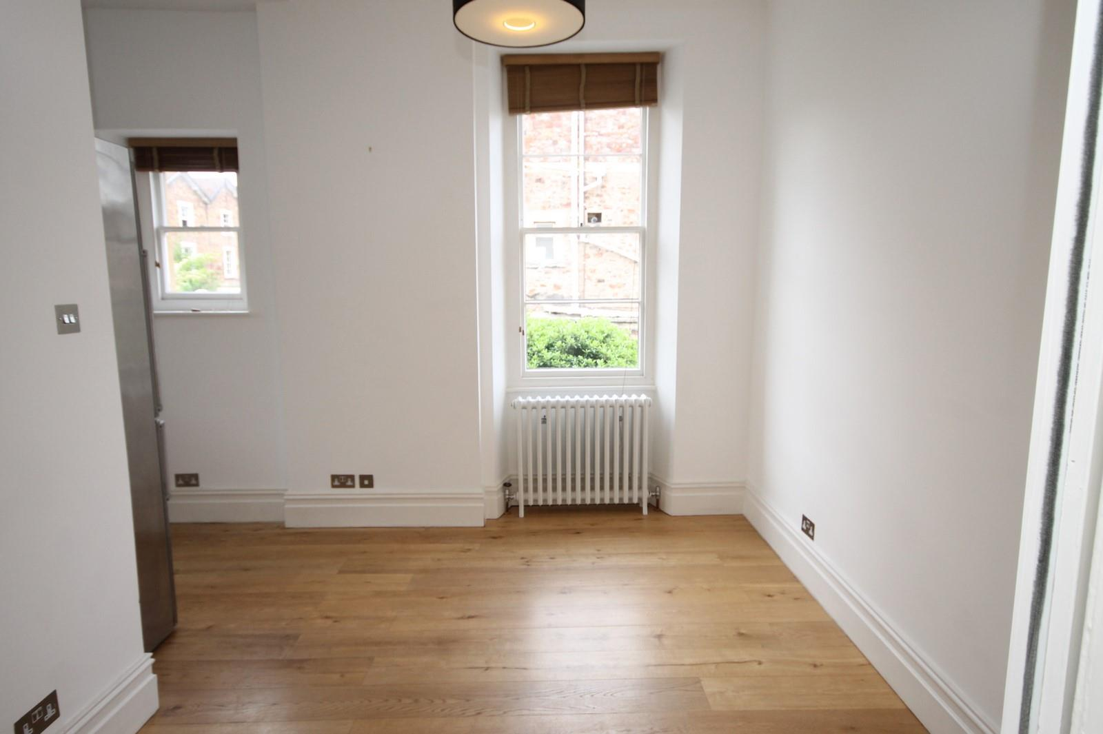2 bed flat to rent in 16 Miles Road, Bristol 3