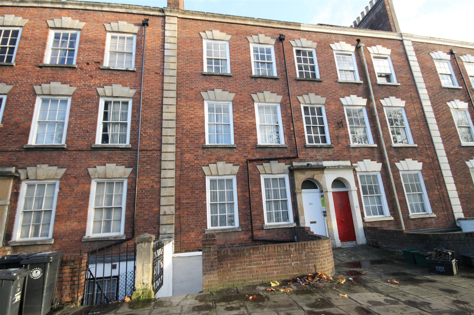 2 bed flat to rent in 289 Hotwell Road, Bristol, BS8