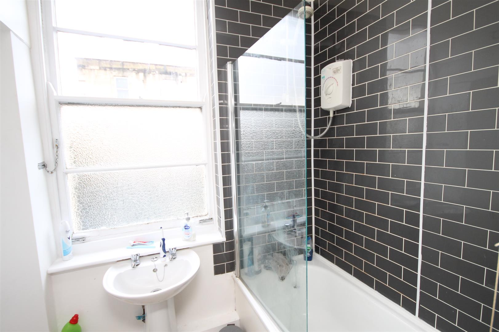 6 bed flat to rent in Chandos Road, Bristol 8