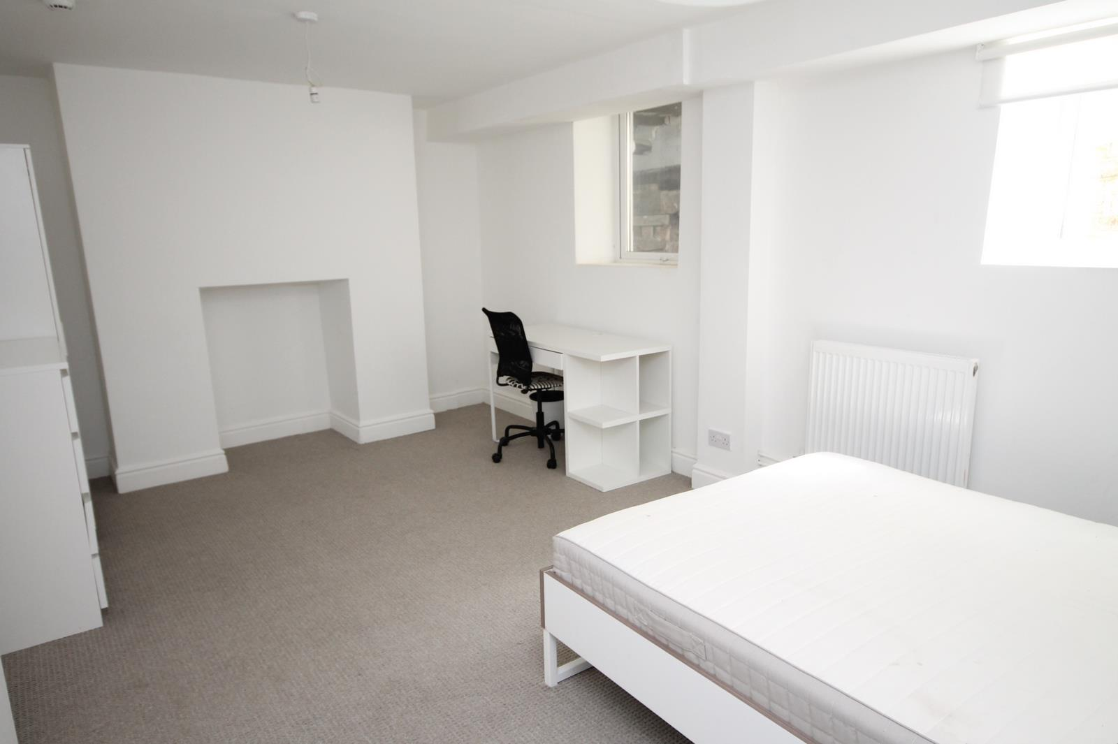 2 bed flat to rent in Chandos Road, Bristol 2