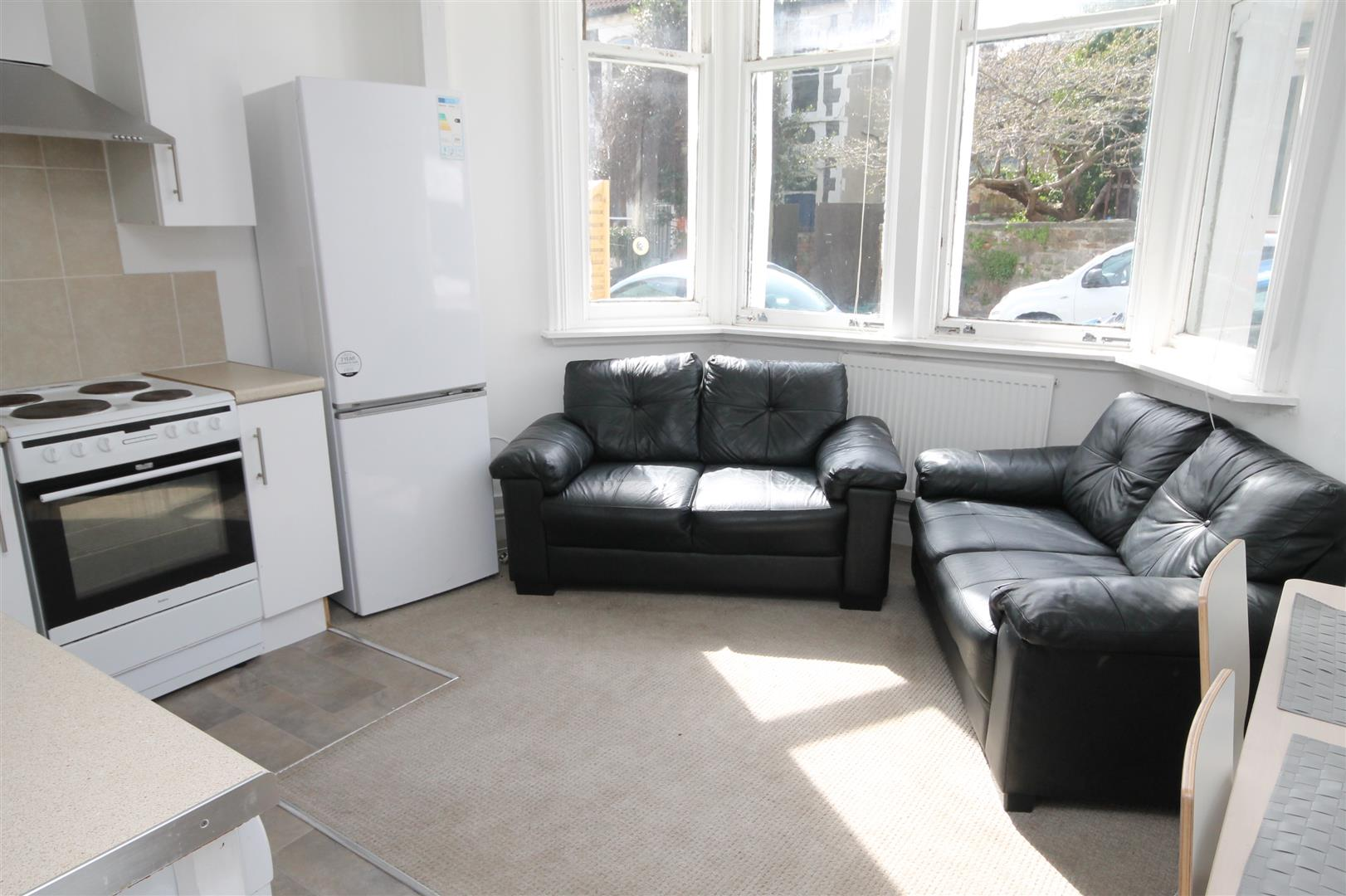 2 bed flat to rent in Chandos Road, Bristol, BS6
