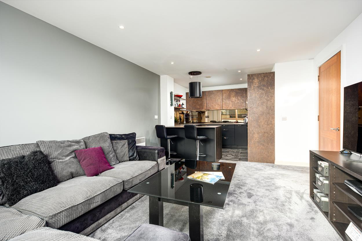 2 bed apartment for sale in North Contemporis, Merchants Road, Bristol  - Property Image 4