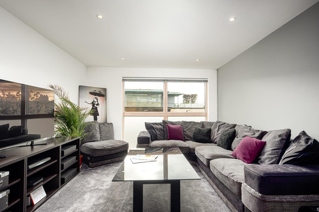 2 bed apartment for sale in North Contemporis, Merchants Road, Bristol  - Property Image 2