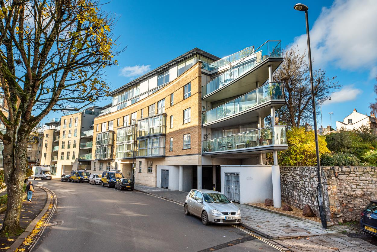 2 bed apartment for sale in North Contemporis, Merchants Road, Bristol 0