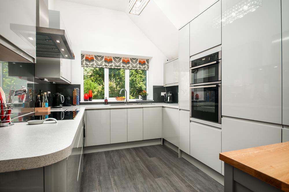 3 bed flat for sale in Apsley Road, Bristol 6