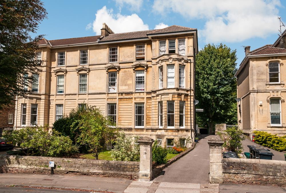 3 bed flat for sale in Apsley Road, Bristol - Property Image 1