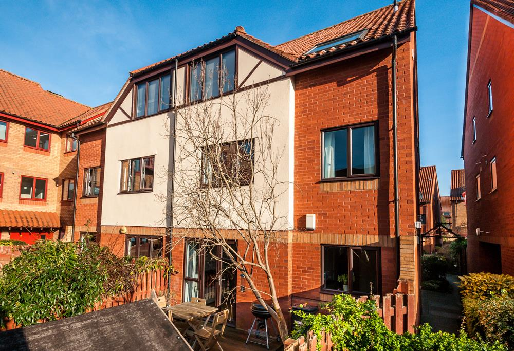 2 bed flat for sale in Westbrooke Court, Cumberland Close, Bristol, BS1
