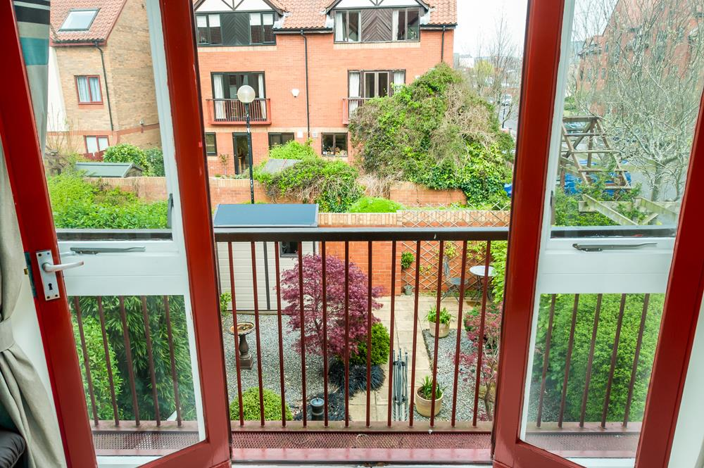 2 bed house for sale in Canada Way, Bristol 2