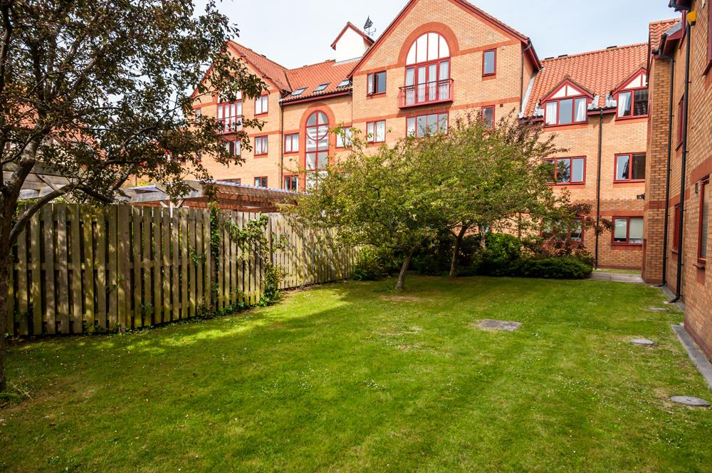 3 bed flat for sale in Portland Court, Cumberland Close, Bristol 14