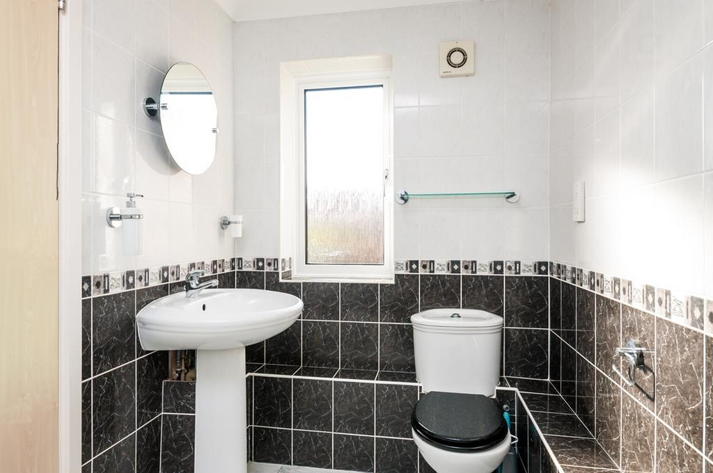 3 bed flat for sale in Portland Court, Cumberland Close, Bristol  - Property Image 12