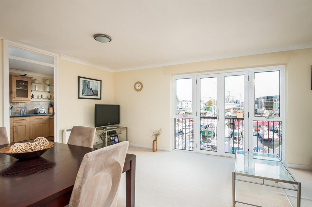 3 bed flat for sale in Portland Court, Cumberland Close, Bristol  - Property Image 4